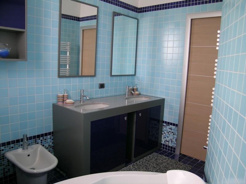 Bagno Azzurro E Beige: Bagno azzurro e grigio le migliori idee per la tua. Mosaico bagno.