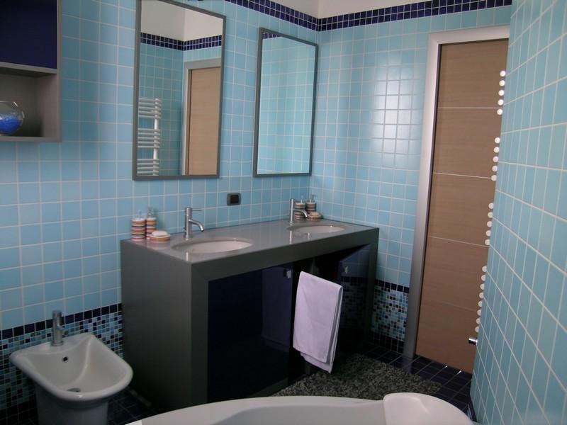 Bagno azzurro tirrenia immagini ispirazione sul design for Negozi arredo bagno caserta